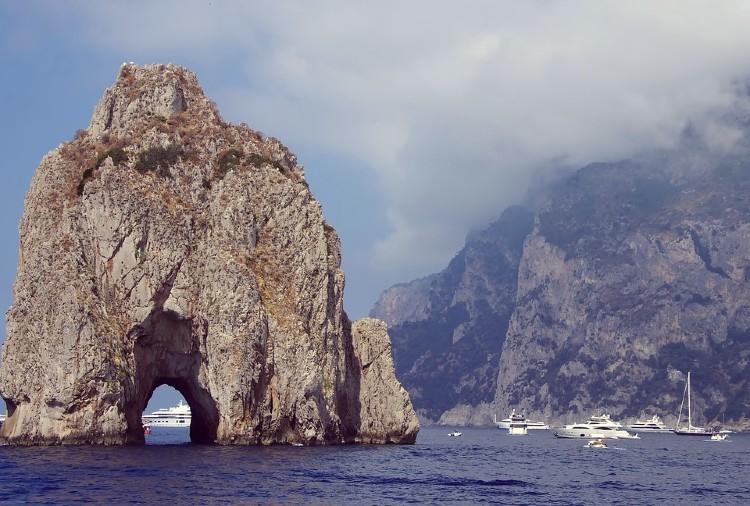 Isla de Capri, bahía de Nápoles, Italia