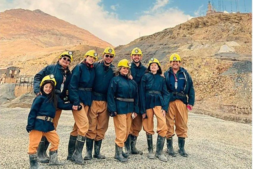 Turistas en el exterior de las Minas de Posoti